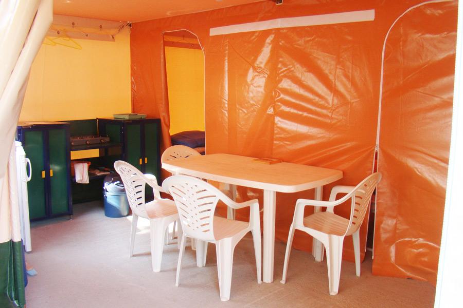 Camping Le Fanal : Interieur Tente